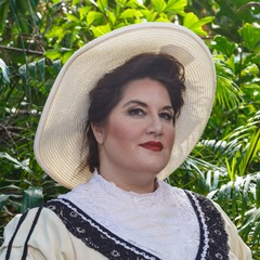 Photo of Alexandra Loutsion as Florencia Grimaldi