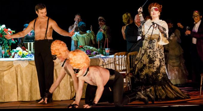 Leah de Gruyl performs as Flora Bervoix in La traviata