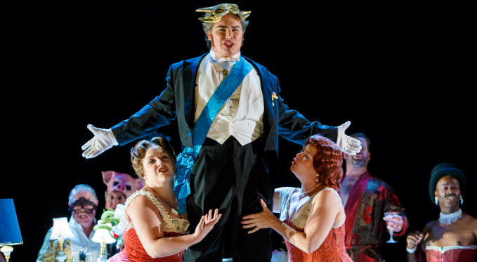 Eric Ferring performs as Gastone in La traviata