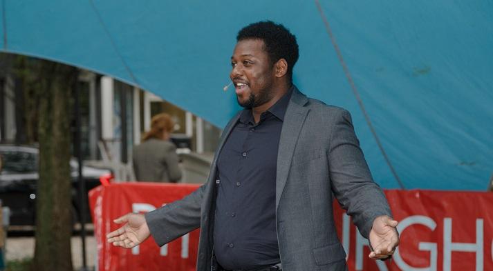 Andrew Turner singing at Market Square (photo credit: David Bachman)