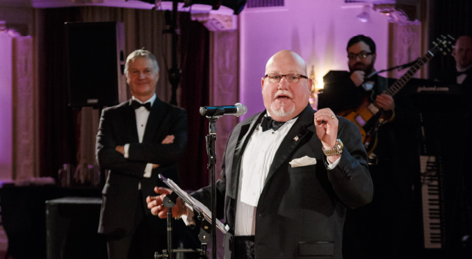 Former Resident Artist and basso buffo Kevin Glavin served as auctioneer at the 2015 Diamond Horseshoe Ball.