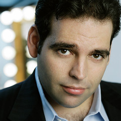 Dimitri Pittas plays the role of Nemorino