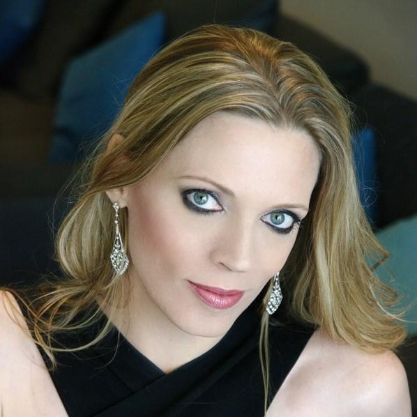 Headshot of Rachelle Durkin