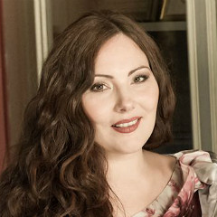 Ekaterina Siurina sings the role of Adina