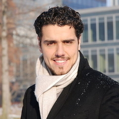 Thiago Arancam plays Mario Cavaradossi